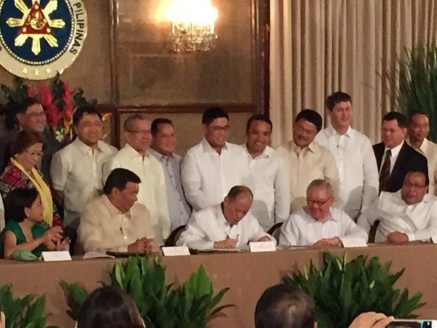 PNoy signing